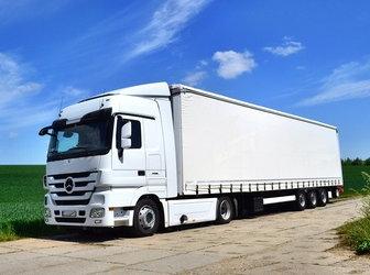 weisser sattelschlepper lastkraftwagen