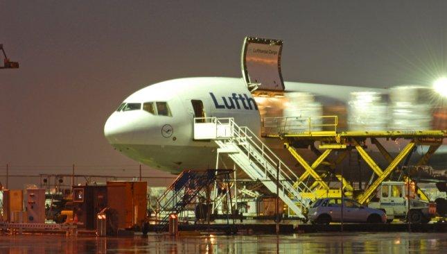 lufthansa cargo beladet flugzeug